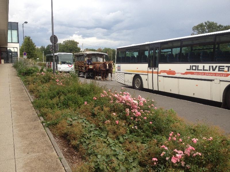 Quand la navette côtoie les bus - Le Rheu 2014
