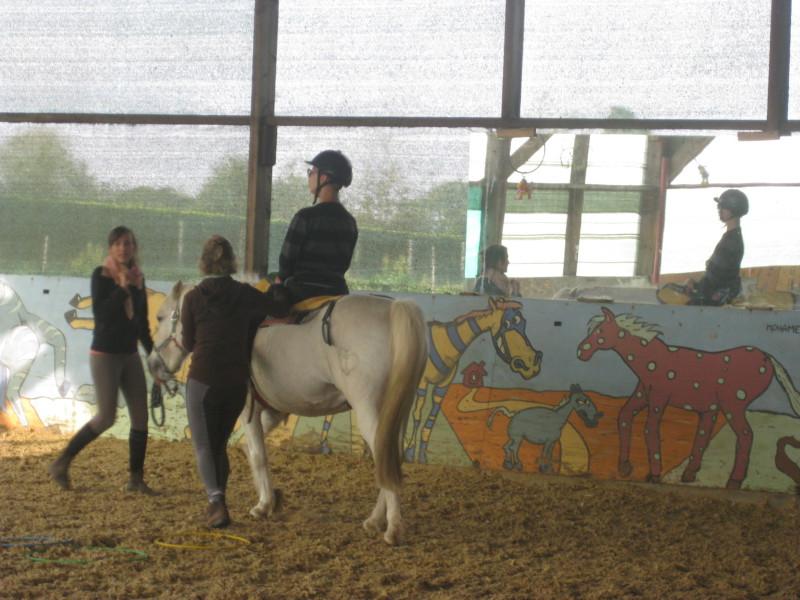 Séance d'équitation adaptée, manège du centre Rey Leroux