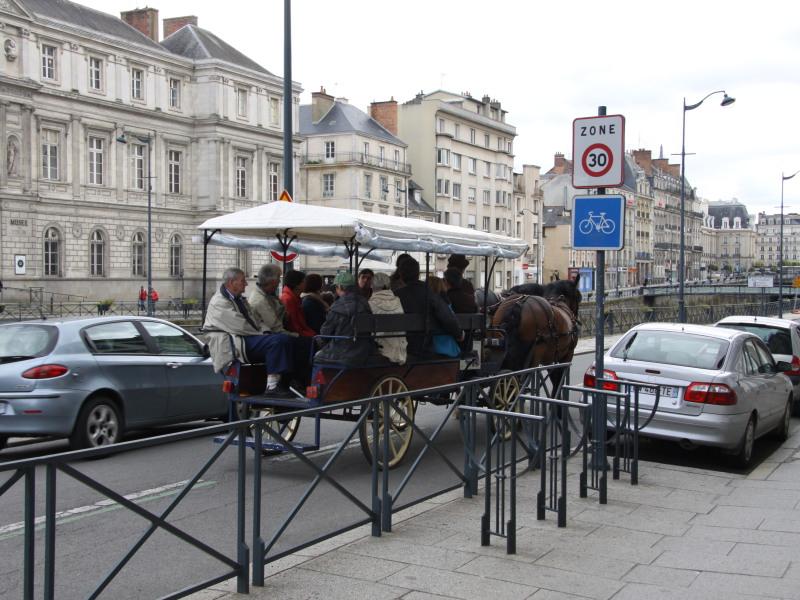 Visite historique de la ville de Rennes - Prestataire Équi-services